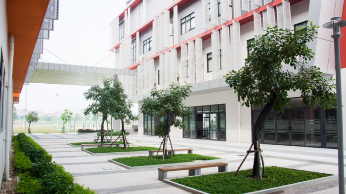 Courtyard with seating